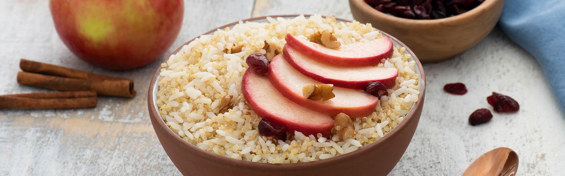 Desayuno con arroz, quinoa, manzana y canela