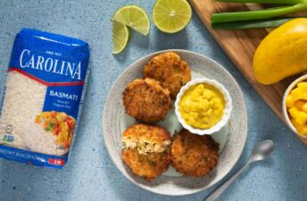 basmati-rice-crab-cakes-with-curried-mango-sauce