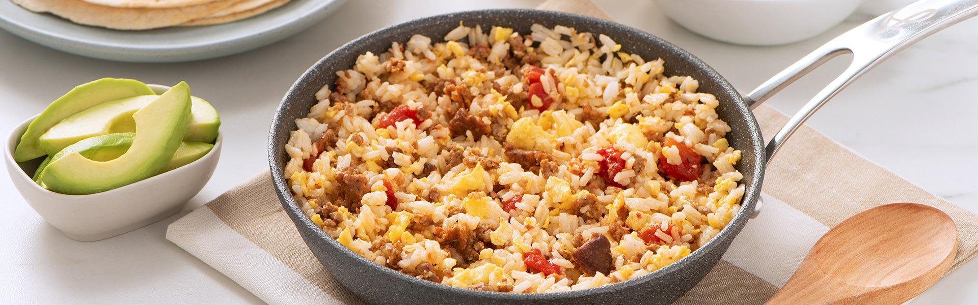 Revuelto con chorizo y arroz para el desayuno