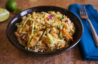 Spicy salad with jasmine rice and chicken