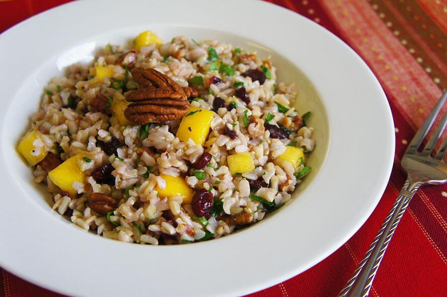 Ensalada de arroz integral con frutas