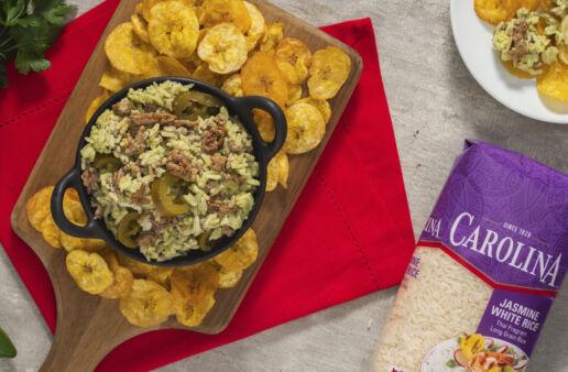 spicy-rice-dip-with-beef-and-chimichurri-sauce-served-with-plantain-chips