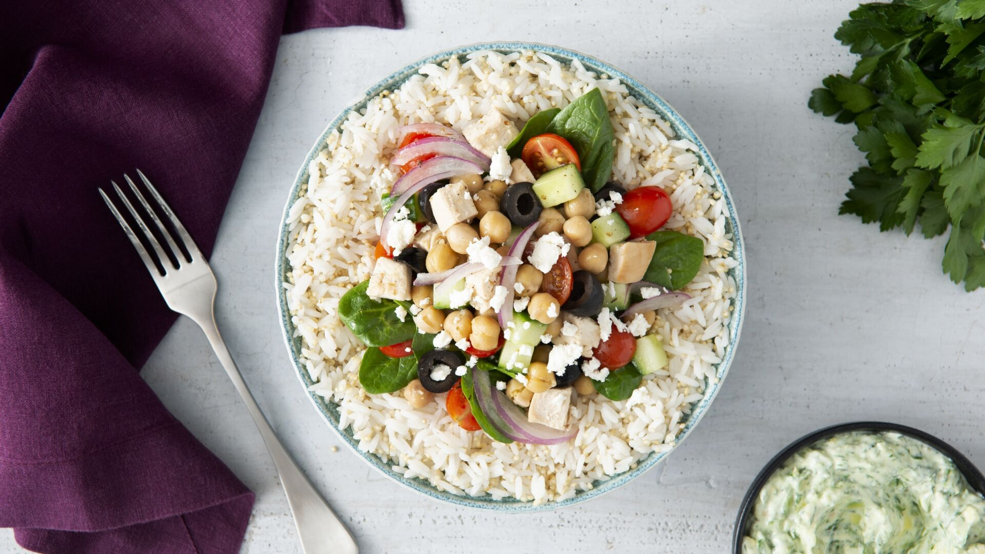 Tazón de ensalada griega