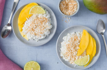 Mango-sticky-rice-with-coconut-and-jasmine-rice
