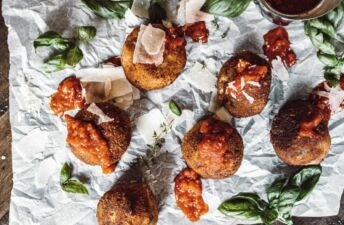 Fried-Mushroom-and-Thyme-Risotto-balls-with-arborio-rice