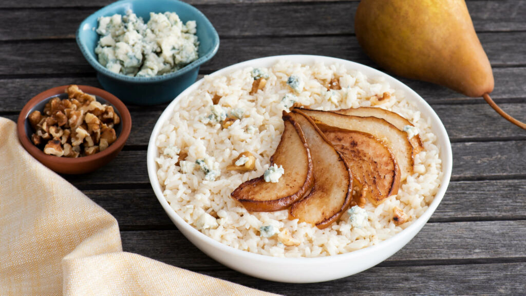 Risotto-with-blue-cheese-arborio-rice-and-walnuts