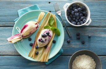 Rice-tamales-with-cream-cheese-and-blueberries-for-dessert