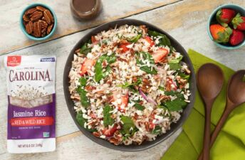 rice-salad-with-wild-rice-jasmine-rice-strawberries-and-spinach